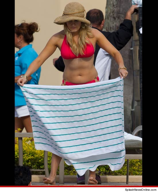 0213 mallroy hagen miss america splash 3 Miss America MALLORY HAGAN Bikini Bod Reveals Post Pageant Weight Gain