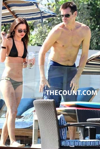 ITS GOOD To Be Jim Carey   Who Is The Mystery Bikini Babe?