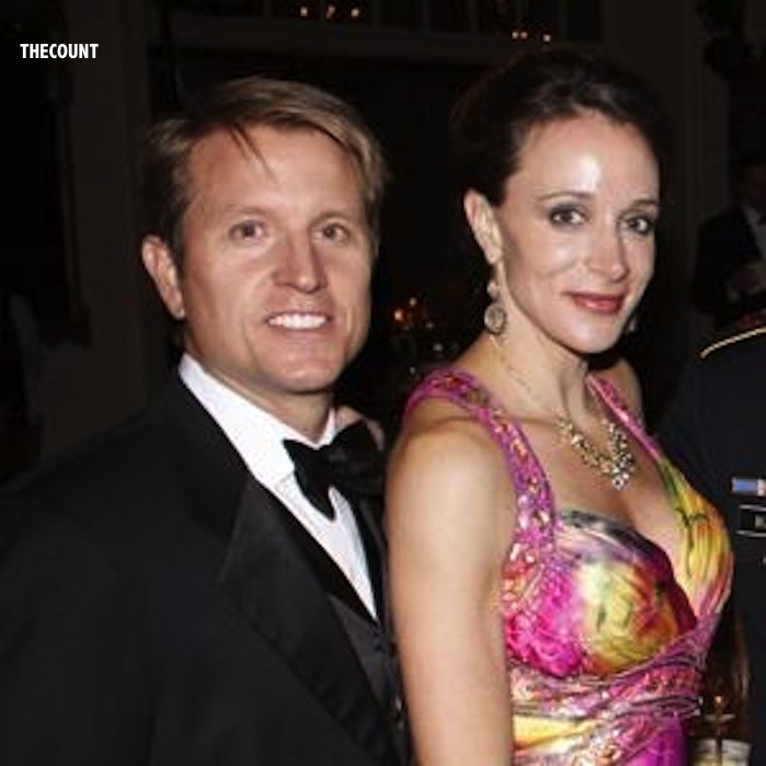 11.1n005.Petraeus.c 300x300 Petraeus Love Triangle? 2ND MYSTERY WOMAN EMERGES