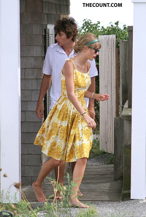 Taylor Swift Conor Kennedy: SWIFT HOUSE EXIT