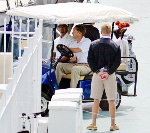1363106612 tiger woods zoom 500x444 Tiger Woods Takes Lindsey Vonn on a Yacht