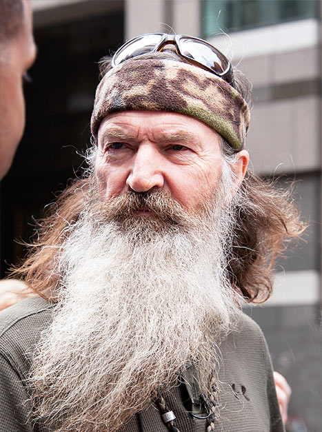 1387416581 phil robertson g A&E CAVES: PHIL ROBERTSON BACK ON DUCK DYNASTY
