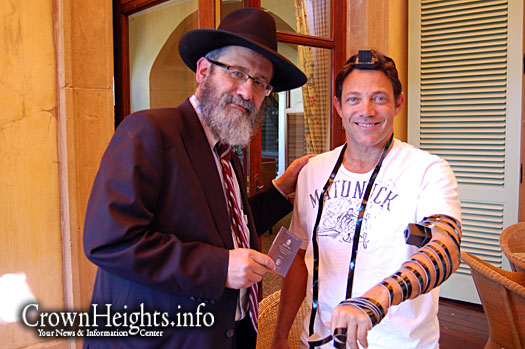 20101026 wolf wall street tefillin 2 Real Life Wolf Of Wall Street Leonardo Dicaprio COMPARISON!