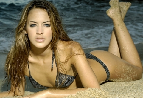 2012-01-05-14-55-29-6-shannon-de-lima-was-a-runner-up-for-miss-earth-ven