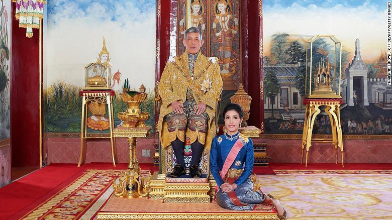 Sineenat Wongvajirapakdi and The King