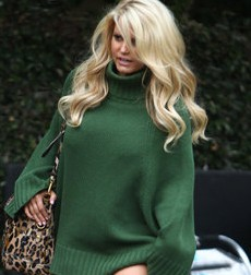 300 JSimpson050711 jpg 184411 e1408070698437 Jessica Simpson Has a Lucky 7 Year Old Sweater