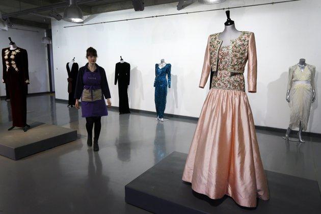 AP896142346012 jpg 143652 Princess Diana Gown Worn Dancing With John Travolta Hits The Auction Block