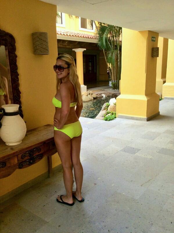 Amanda bynes bikini mexico