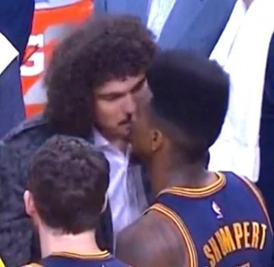 Anderson Varejão  Iman Shumpert kiss