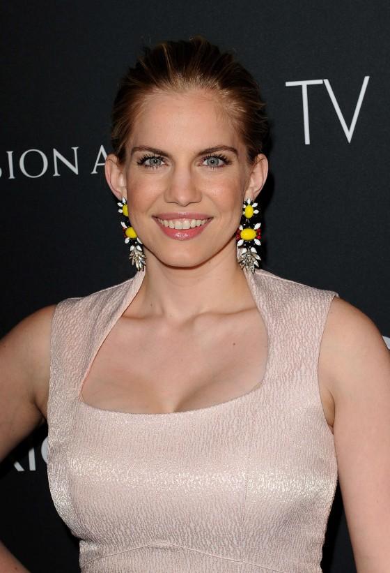 Anna-Chlumsky---2013-BAFTA-TV-TEA-Party-Los-Angeles--05-560x821