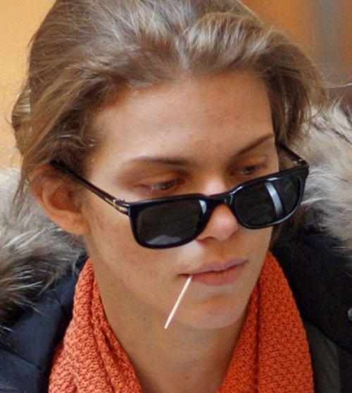 AnnaLynneMcCord 500x558 AnnaLynne McCord Ditches Makeup for a Toothpick