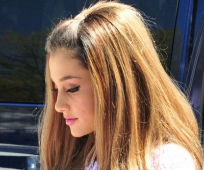 Ariana-Grande--2014-White-House-Easter-Egg-Roll---07-720x1085