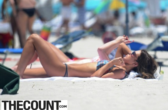 Audrina-Patridge---Wearing-Bikini-in-Miami---14-560x407