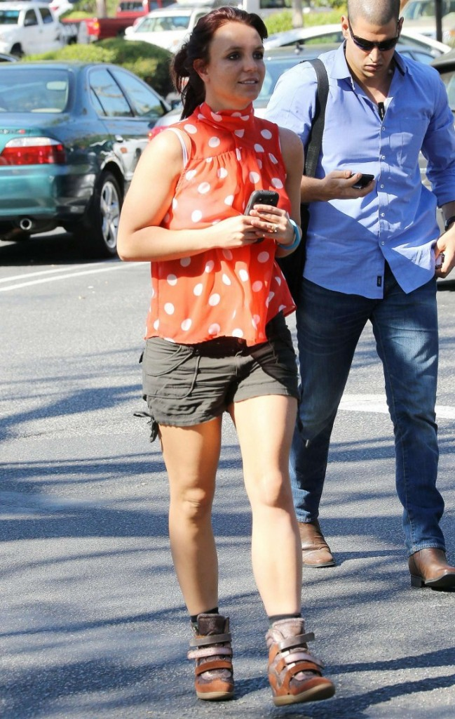 Britney-Spears-In-shorts-out-in-LA--07-720x1135