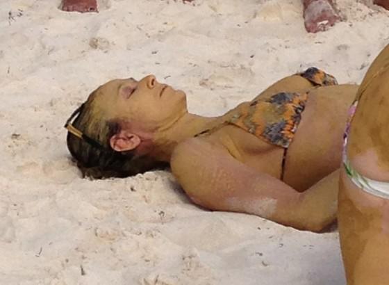 Demi-Moore-in-bikini--02-560x410