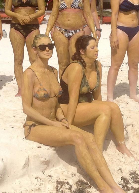 Demi-Moore-in-bikini--05-560x780