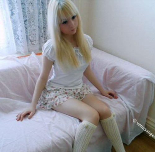 Doll head girl1 500x489 Teen Girl Obsessed with Looking Like a Doll