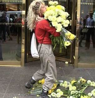 Estefani Mercedes donald trump protest flowers2 Womans Donald Trump Protest Fails In Funniest Way Ever!