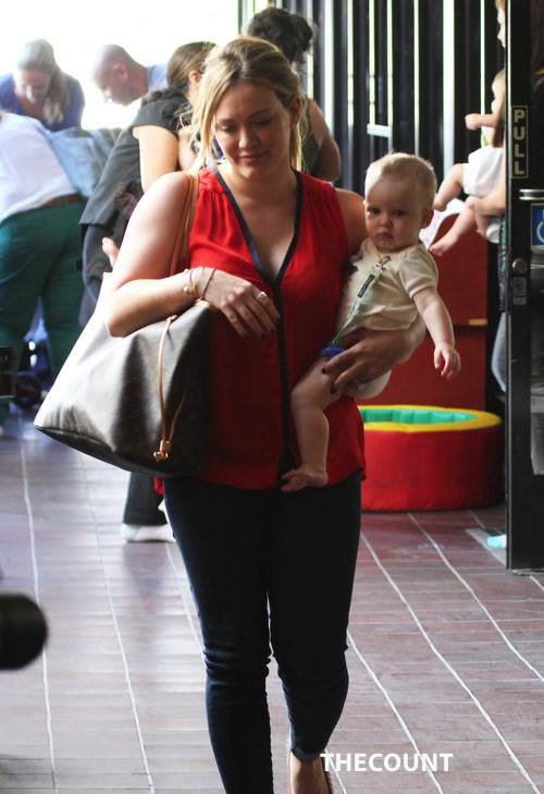 FFN Duff Hilary VM 100312 50905592 500x729 Hillary Duff REALLY? A Safety Vest?
