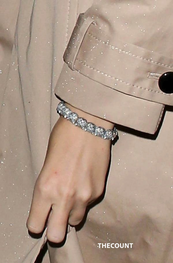TORN: Taylor Swift Still Wears Jake Gyllenhaal Bracelet
