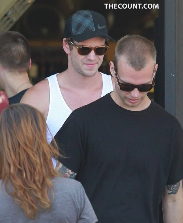 MINUS MILEY: Liam Hemsworth Out W/ The Boys
