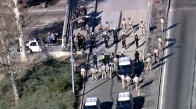 Ferguson Protesters Run On 101 Freeway in Downtown LOS ANGELES