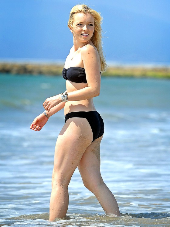 Francesca Eastwood Black bikini in California 03 560x746 Clint Eastwood Daughter Notice Me Black Bikini