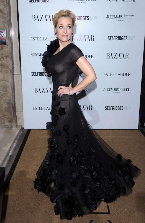 Gillian-Anderson--Harpers-Bazaar-Women-of-the-Year-Awards-2013--02-560x860