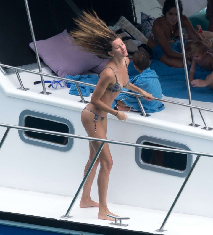 Gisele-Bundchen-Bikini-Photos--2014-in-Brazil--04-720x794