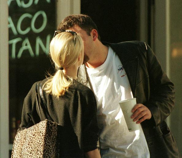 Gwyneth Paltrow Ben Affleck Valentine Kisses B8IBy2uIXGvl