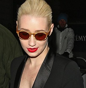 IGGY AZALEA wardrobe malfunction e1407953010184 IGGY AZALEA Fashion Disaster