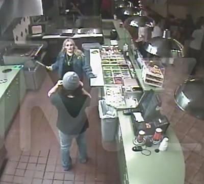 Jamie Lynn Spears knife sandwich shop 4
