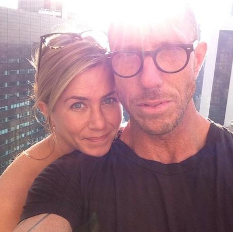 Jennifer-Aniston-no-makeup-460x458 (1)