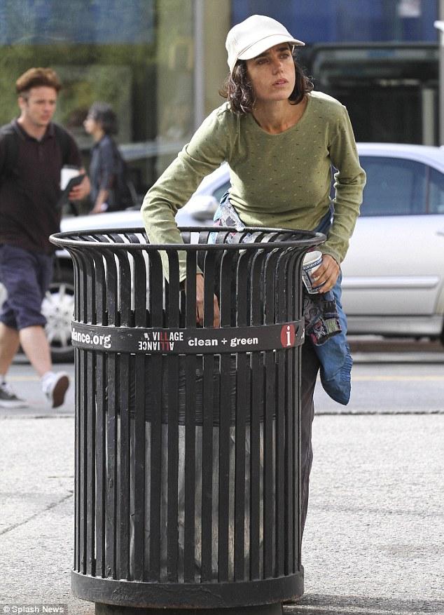 Jennifer Connelly homeless3