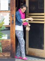 Jessica Alba - in Santa Monica-02-560x762