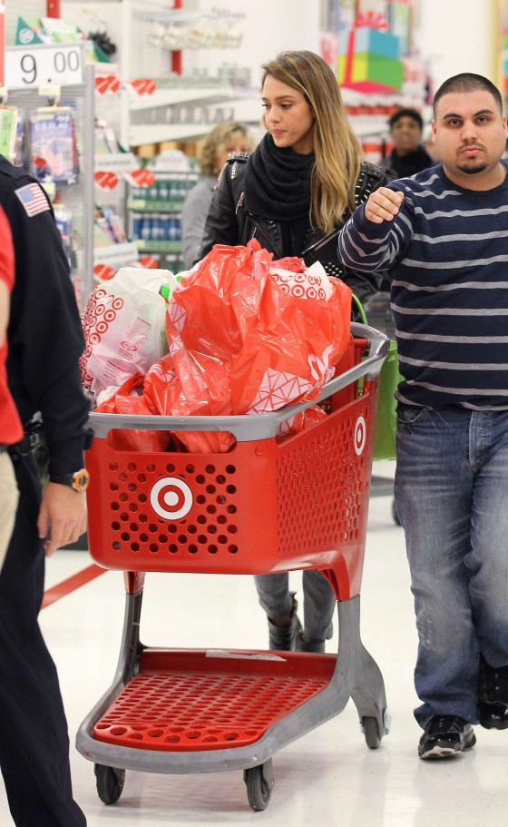 Jessica Alba - shopping at Target -22-560x911