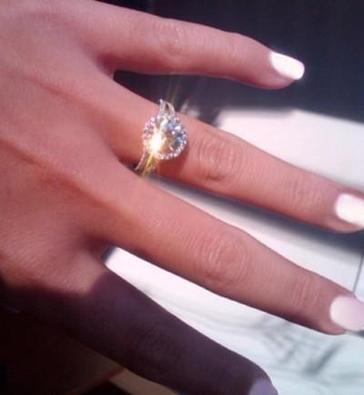 Jessica Lowndes Jon Lovitz wedding ring