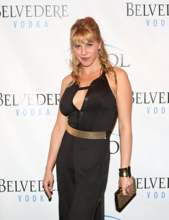 Jodie Sweetin The Pool After Dark 01 560x726 Remember Stephanie Tanner From Full House?