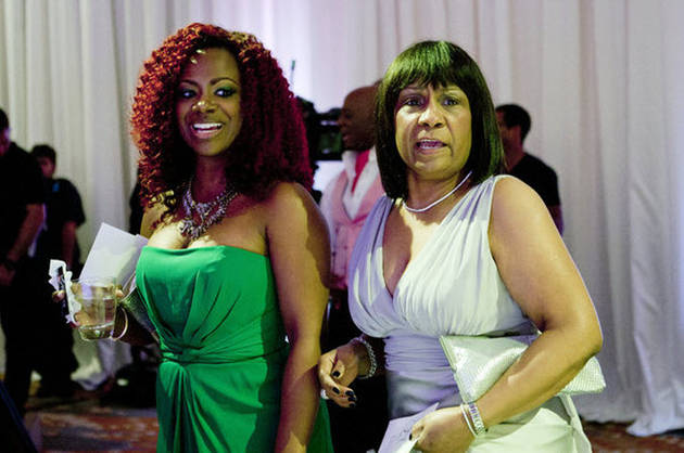 Kandi-Burruss-and-Mama-Joyce-at-NeNe-Leakes-Wedding-1374243554