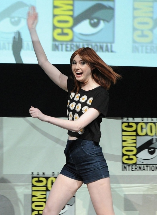 Karen Gillan Revealed Her New Bald Head1