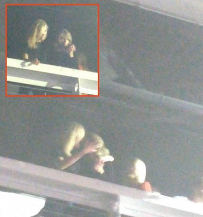 Karlie Kloss taylor swift kissing