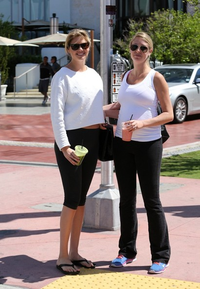 Kate+Upton+in+Miami+vFL33bS5UVSl