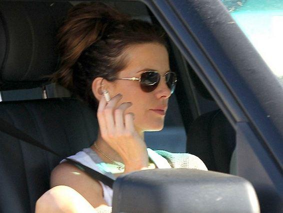 Kate Beckinsale Smoking