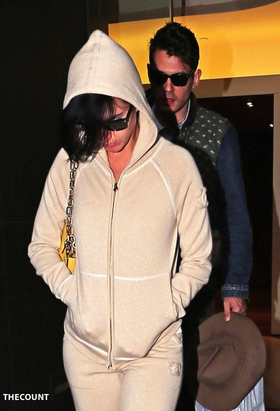 Katy Perry at John Mayers Apartment 05 560x822 Katy Perry: Walk Of Shame