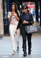 Kendall Jenner - With Her Mom in NYC-04-560x777