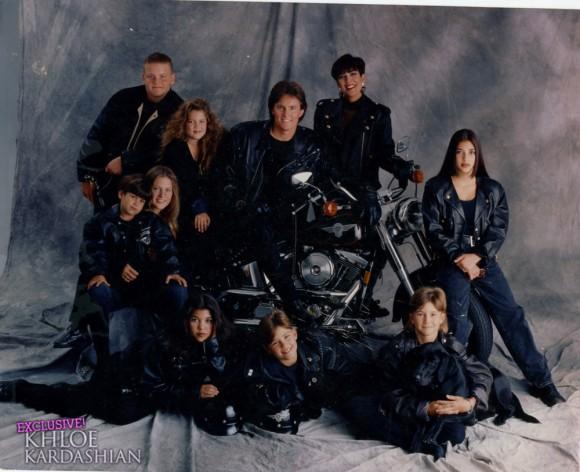 Khloe-Kardashian-Family-Christmas-Cards-1216101-580x472