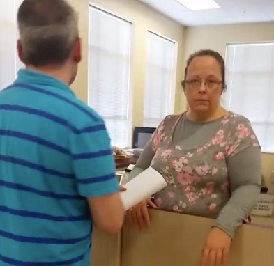 Kim Davis arrested Clerk Who Refused To Issue Gay Marriage Licenses ARRESTED