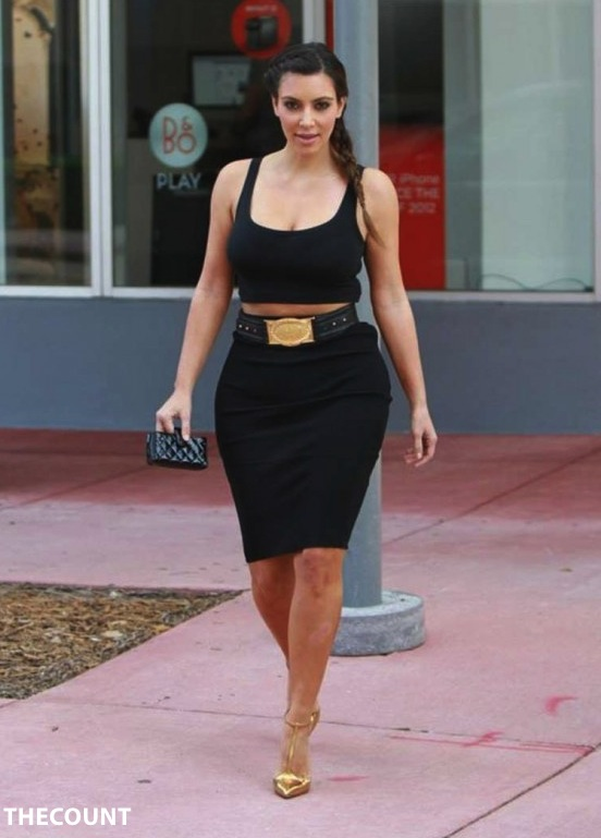Kim Kardashian in Tight Skirt 04 560x815 KIM K: Weekly Weight GAIN Results