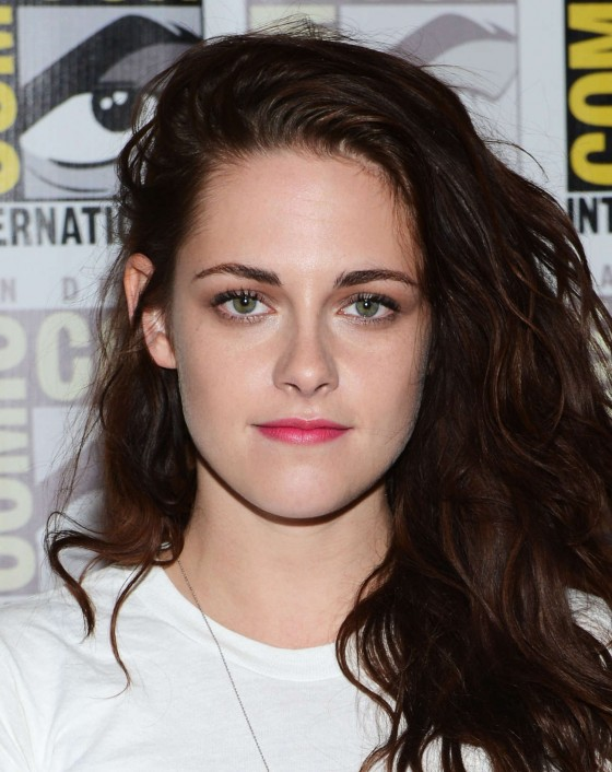 Kristen Stewart Comic Con Shocker Outfit! Young and Fun!