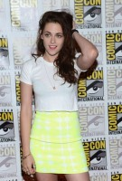 Kristen Stewart - 2012 Comic Con-17-560x825